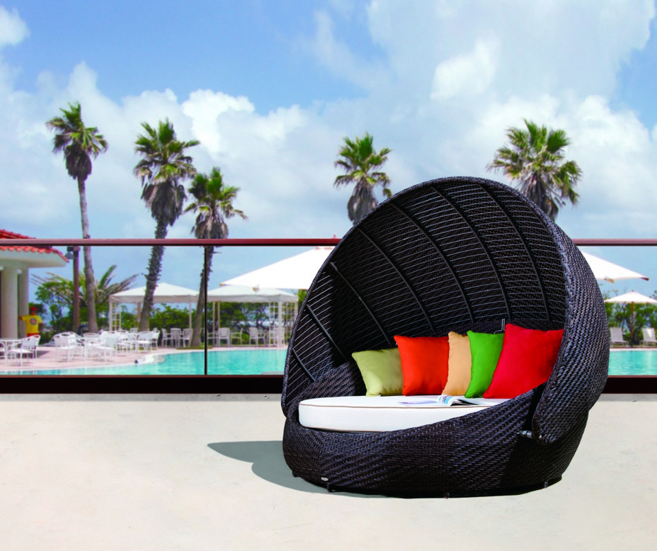 Rb 016 outdoor round day bed with canopy black design co for Muebles para playa y jardin
